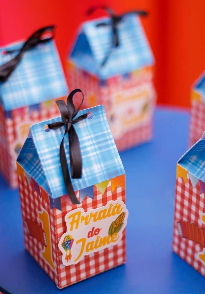 Já pensou no que vai entregar como lembrancinha festa junina? Independente do que seja, a embalagem precisa ser personalizada conforme o tema.