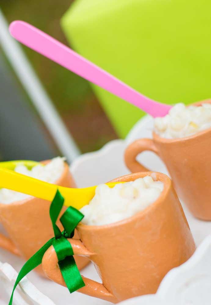 Escolha itens apropriados para servir as comidas da festa junina.