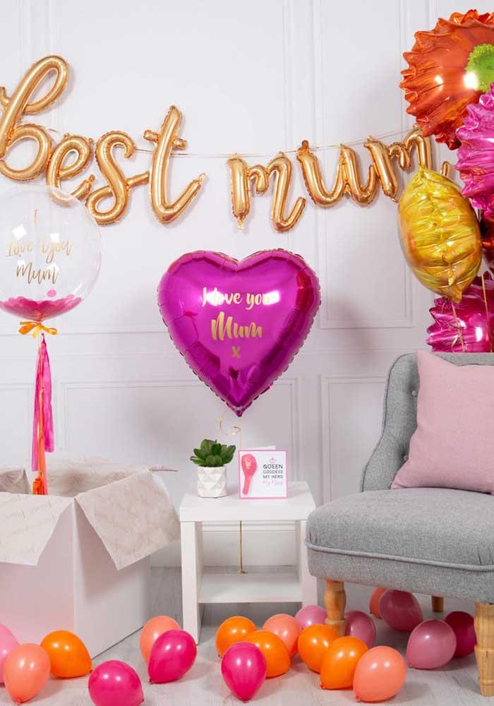 O que acha de fazer a decoração do dia das mães com balões? Mas use balões metalizados para dá um efeito especial na festa.