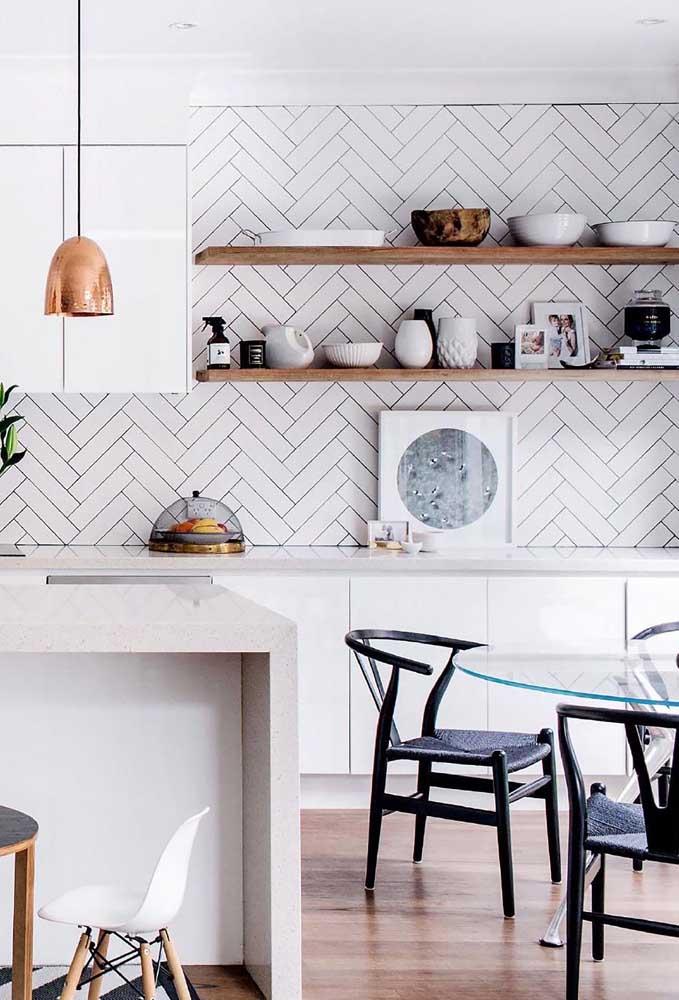 Os azulejos com desenho geométrico diferenciado destaca qualquer ambiente.