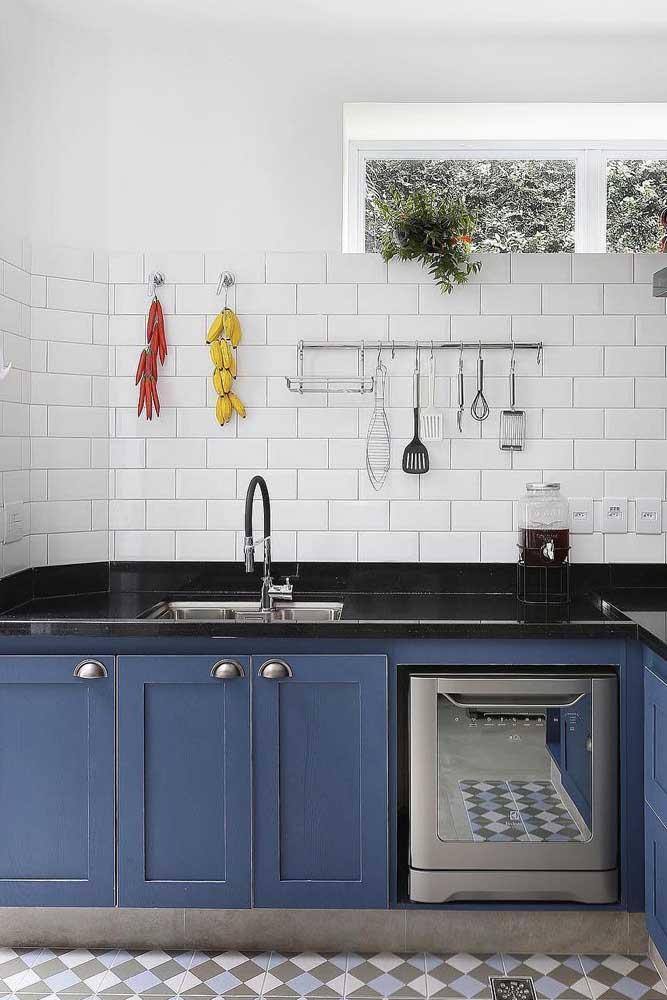 Nesse caso, a combinação de piso com azulejo dá o toque especial ao ambiente.