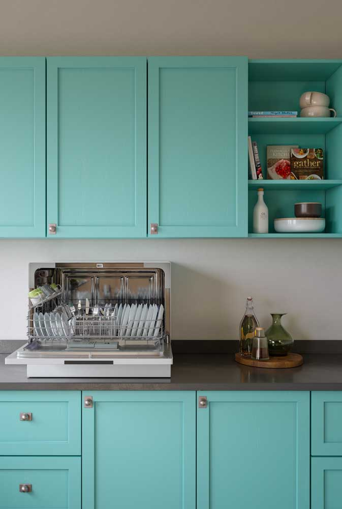 Aqui o escorredor de louça acabou se tornando um enfeite para a cozinha.