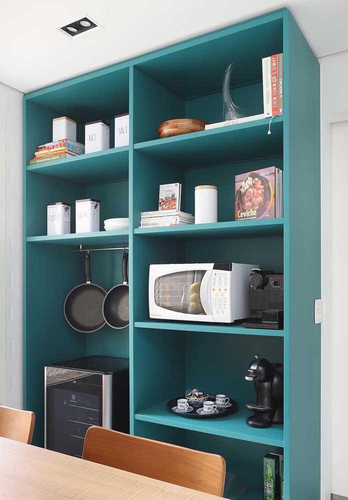 Se você tem espaço pode colocar um belo armário na cozinha para organizar seus utensílios.