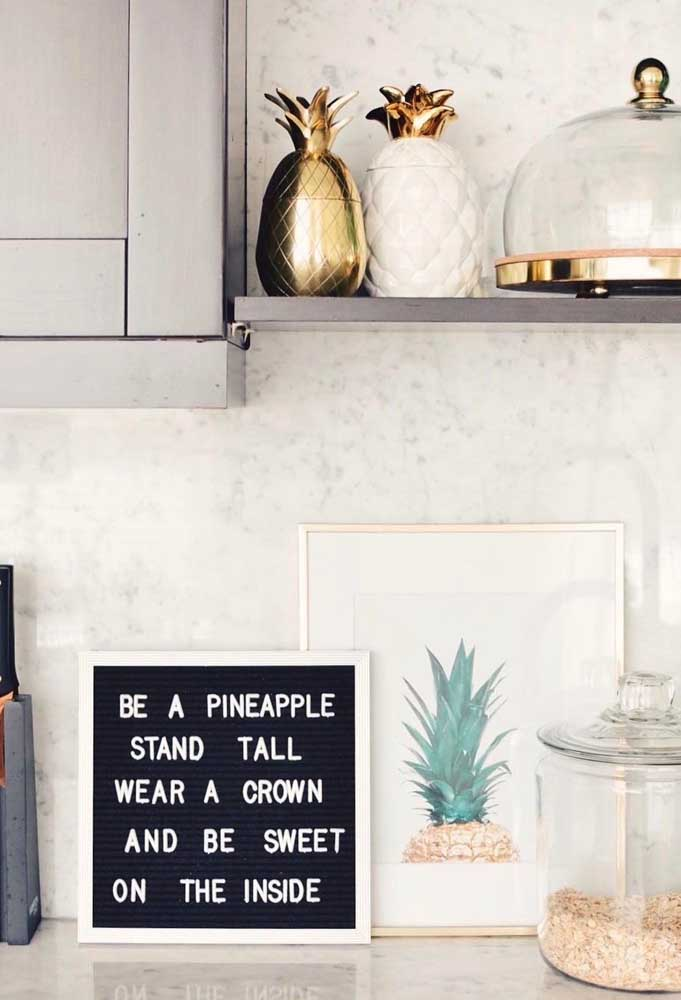 Para quem gosta de decorar com o tema fruta, saiba que existem diversas possibilidades para isso. Você pode usar desde porta mantimentos até quadros personalizados.