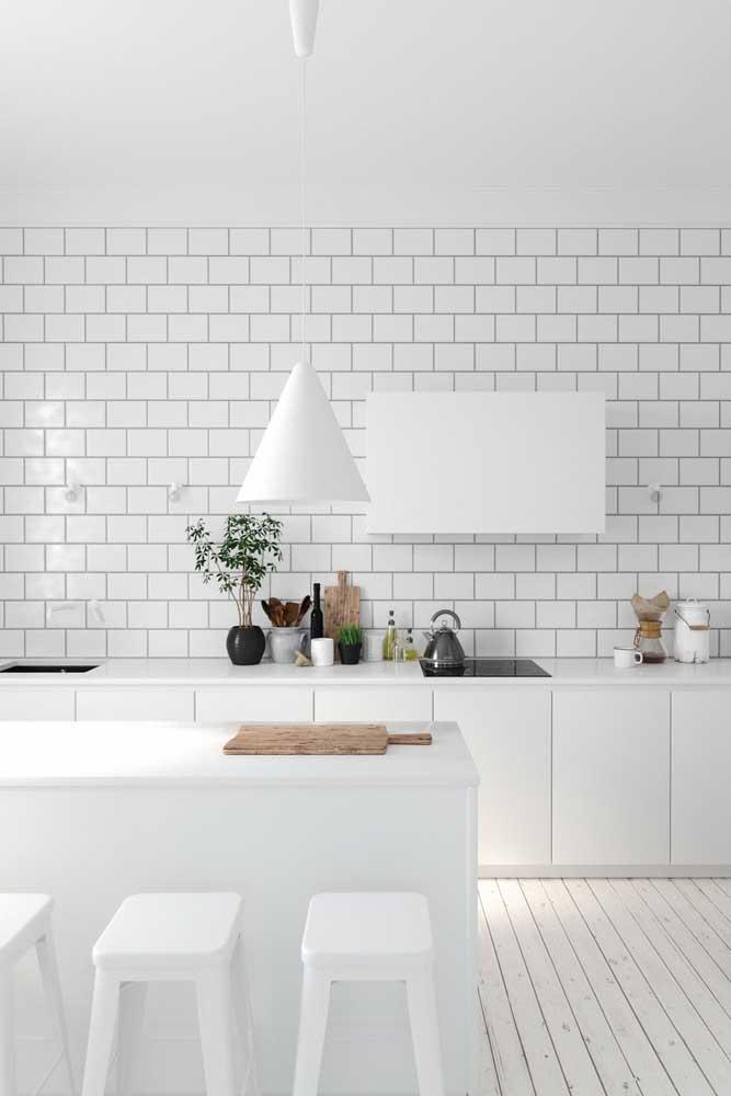 Use luminárias no formato diferente para enfeitar a cozinha.
