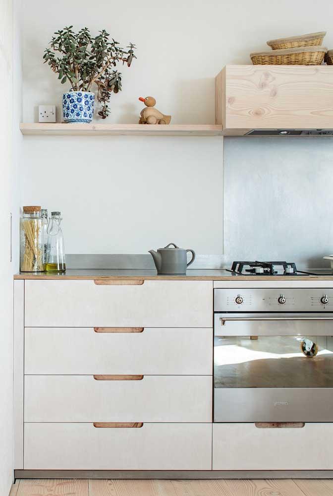Os móveis de madeira são perfeitos para quem deseja ter uma cozinha mais rústica.