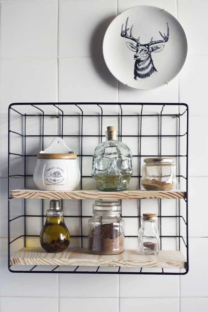 Reaproveitando objetos que você não usa mais e acrescentado outros, é possível criar uma peça super versátil para sua cozinha.