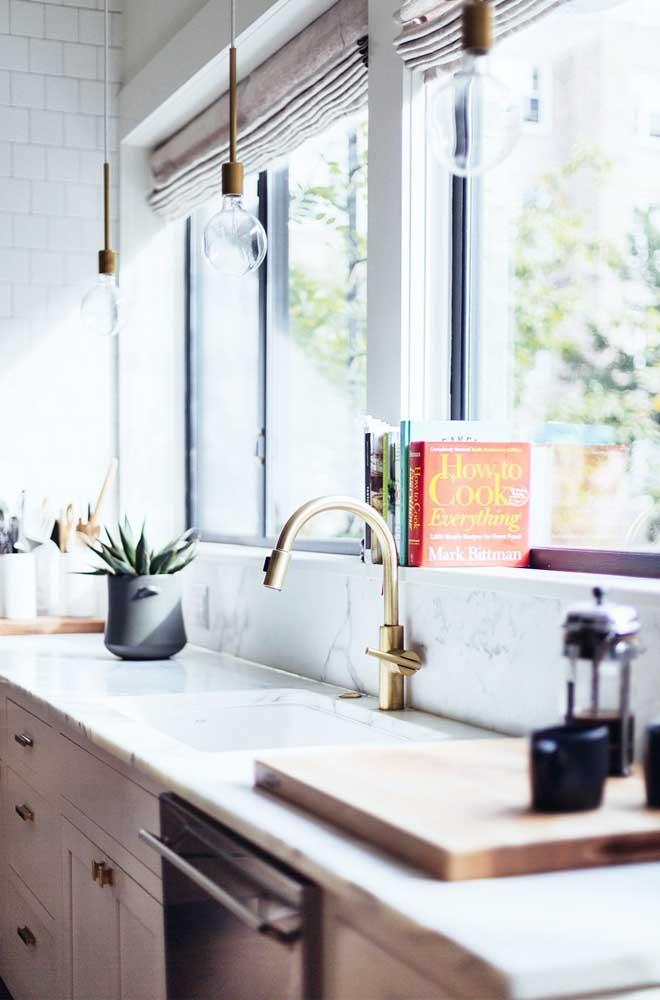Uma luminária mais retrô deixa a cozinha mais charmosa.