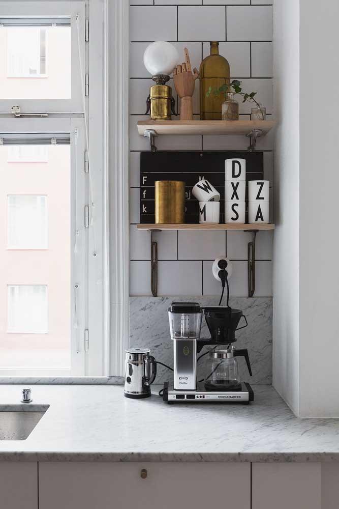 Existem diversos objetos que são excelentes para enfeitar uma cozinha.