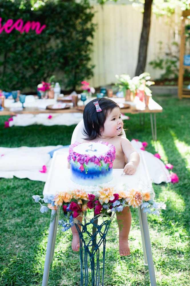 A mistura de cores fica perfeita na festa Jardim Encantado.