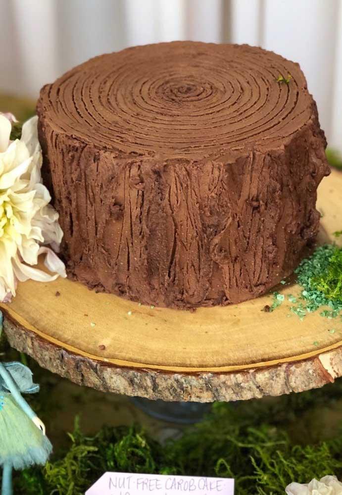 Quer fazer um bolo completamente diferente? Faça algo no formato de um tronco de árvore. Mais original que isso, impossível!