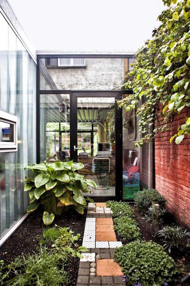 O jardim de inverno mais comum é feito em uma área com vidro, que receba bastante luz solar e tenha uma decoração apropriada.