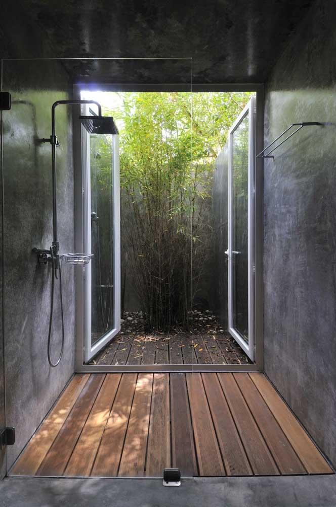 Como o banheiro é o cômodo mais úmido da casa, você pode usar uma pequena área do ambiente para construir um jardim de inverno.