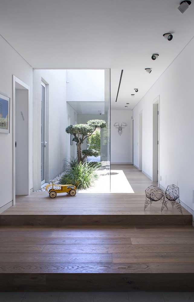O jardim de inverno deixa a casa mais ampla, clara e tranquila.