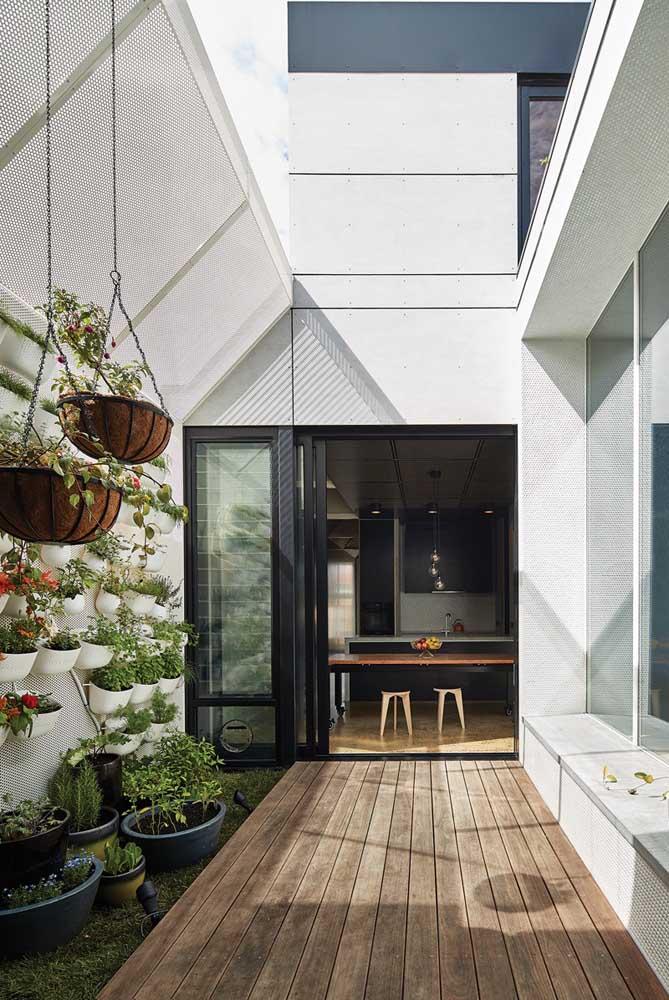 Um jardim vertical transforma qualquer ambiente em algo mais aconchegante.