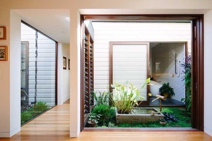 Prepare um jardim de inverno próximo ao banheiro para que o ambiente fique mais úmido.