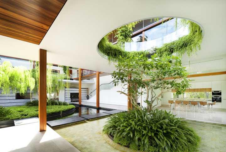 O design desse jardim de inverno é totalmente moderno e proporciona um efeito fantástico na casa.