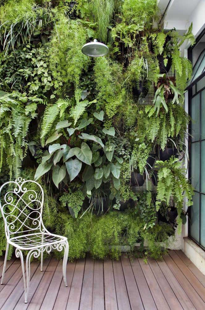 Você pode optar em fazer um jardim de inverno na vertical, principalmente, quando se tem pouco espaço.