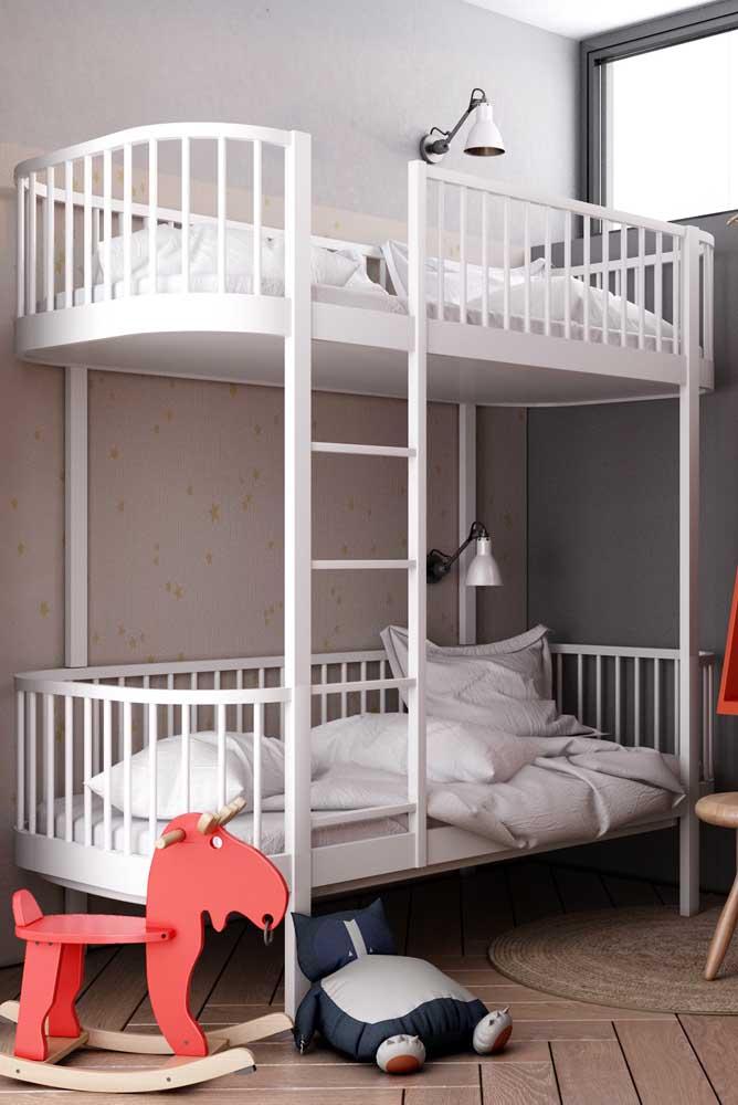 Que tal escolher um beliche no formato de berço para deixar os bebês confortáveis.
