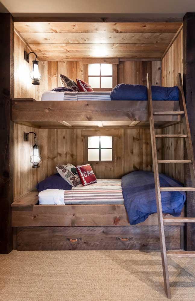 Se seus filhos gostam de aventura, esse modelo de beliche mais parece uma barraca na floresta com luz individual para cada um.