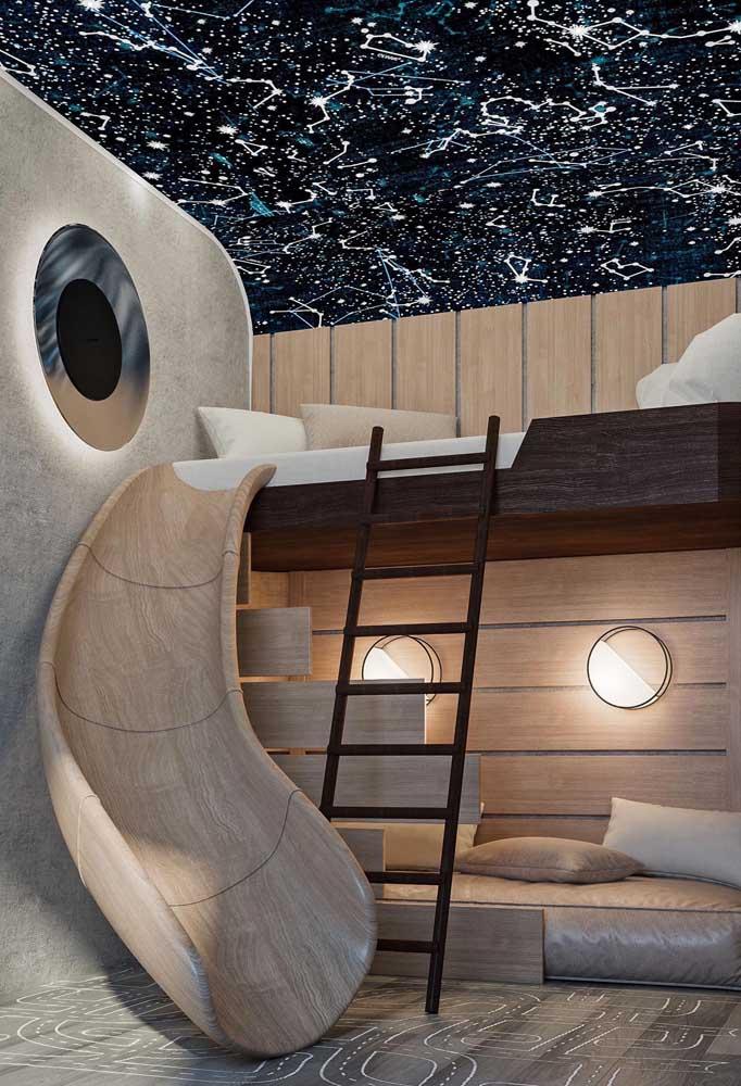 Os beliches lúdicos são perfeitos para expressar em objetos toda a imaginação das crianças. Nesse modelo, o design do beliche com a pintura no teto e parede, permite que a criança se imagine no universo.