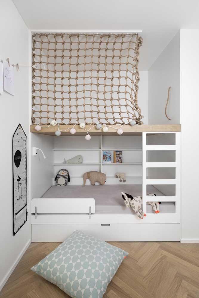 Use a cama na parte debaixo do beliche e deixe a parte superior para a criança brincar.