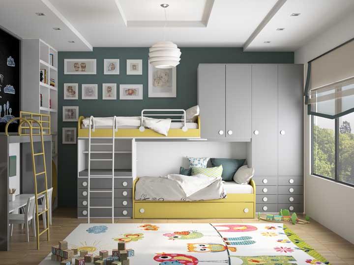Nada mais prático e compacto do que ter o beliche junto com o armário.