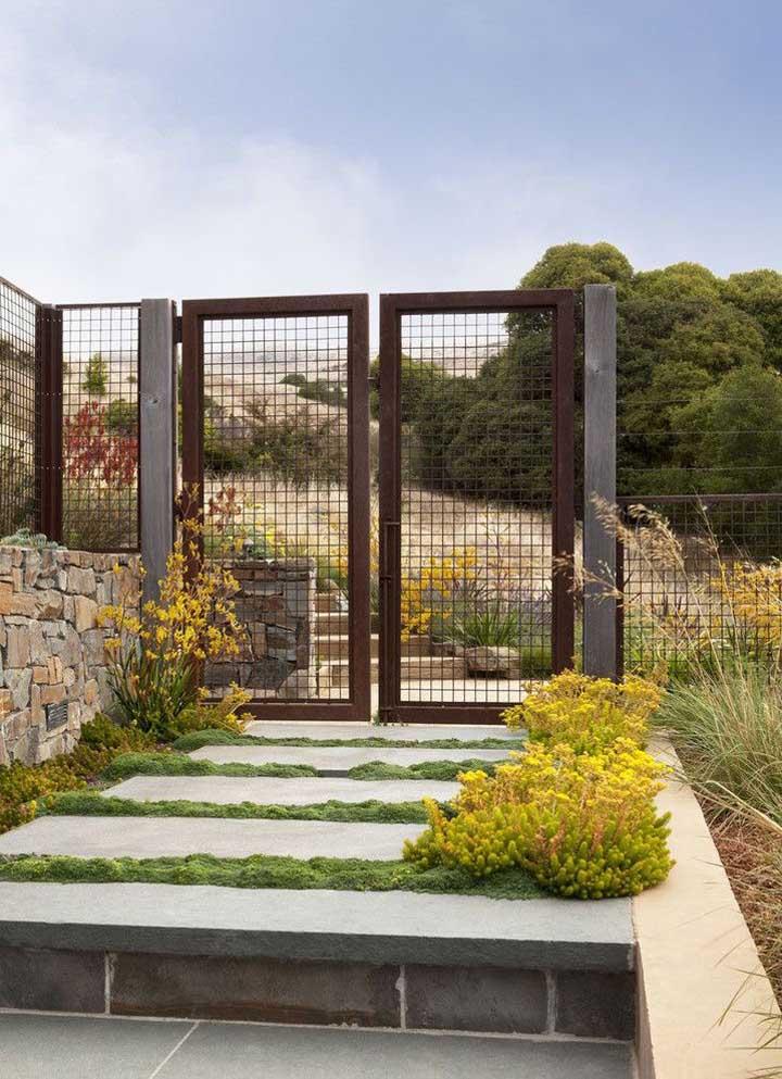 Modelo simples de portão, mas que nesse projeto encaixou como uma luva