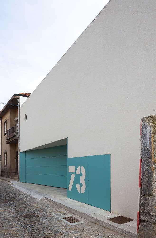 Use uma cor contrastante para destacar o portão da fachada