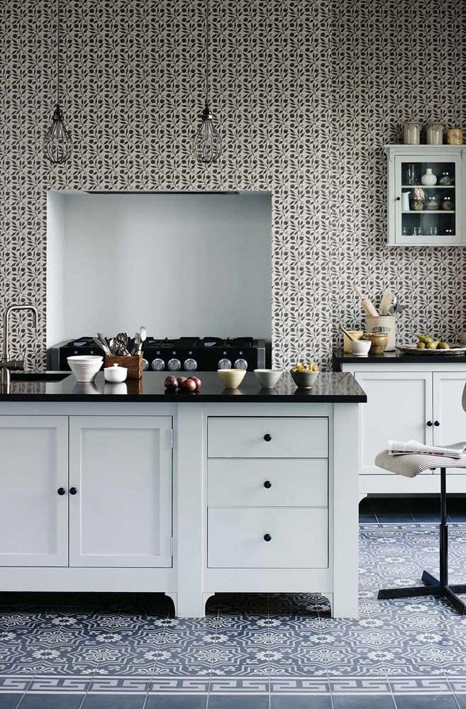 Na maioria dos casos, o papel de parede consegue deixar o ambiente muito elegante, fazendo combinações com o restante da decoração.