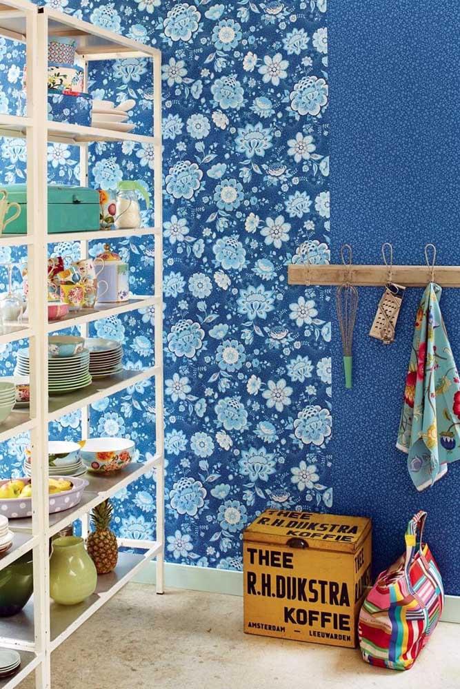 Para diferenciar os espaços, você pode usar diferentes texturas de papel de parede.