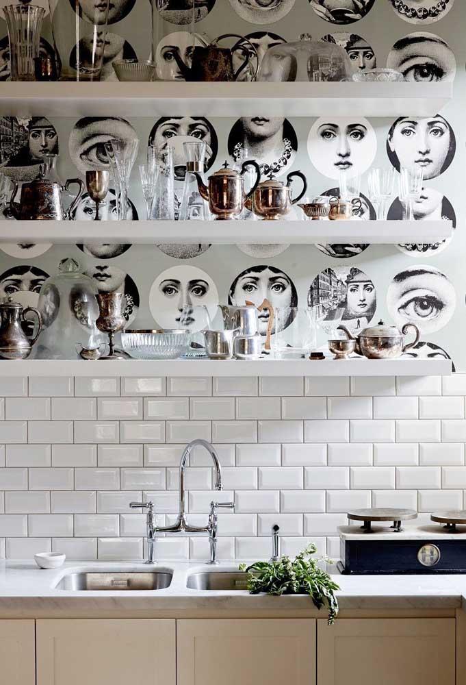 Para pessoas cheias de personalidade, vale apostar em papel de parede criativos e diferenciados.