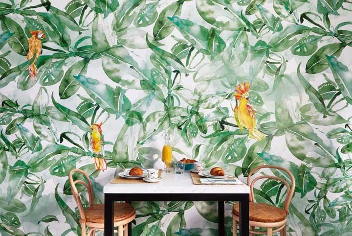 Esse modelo de papel de parede mais parece uma pintura de tão real que fica na decoração.