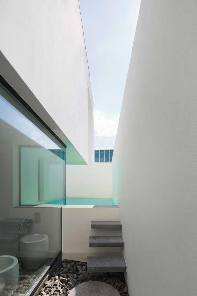 Olha como em um cantinho da casa é possível fazer a instalação de uma piscina.