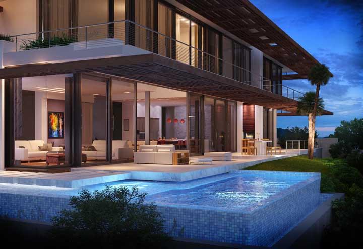 Olha como fica perfeita essa piscina na borda da casa, sem a interferência do muro.