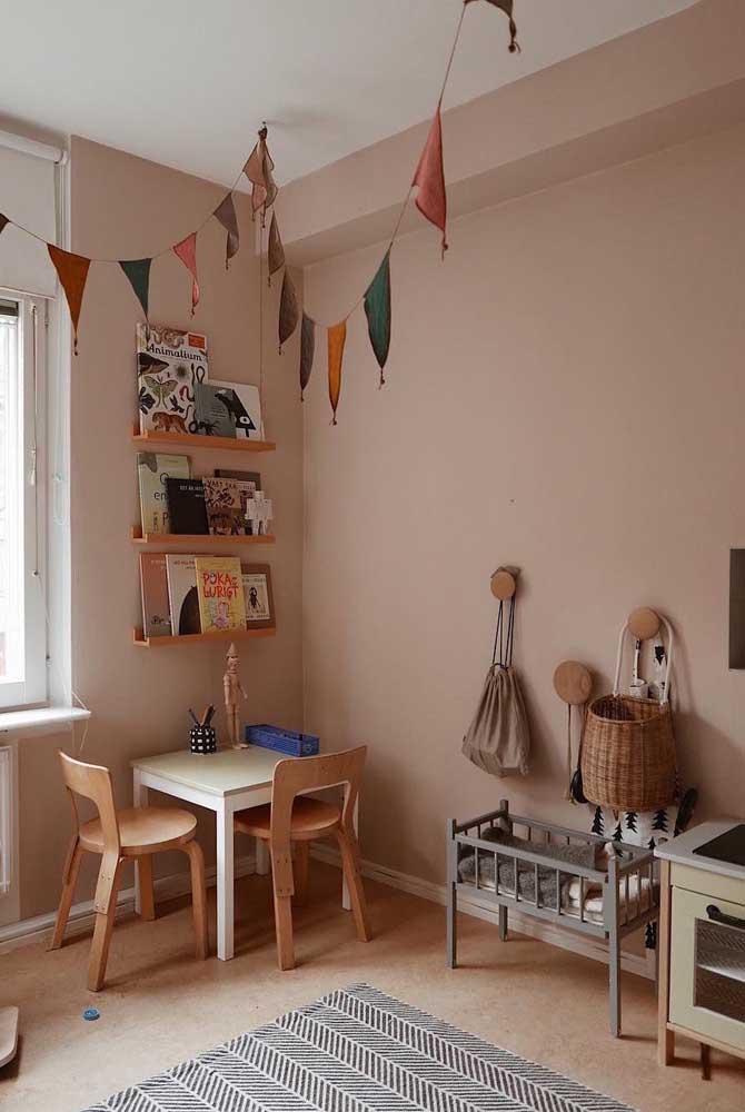 Bandeirolas deixam o quarto montessoriano bonito e alegre