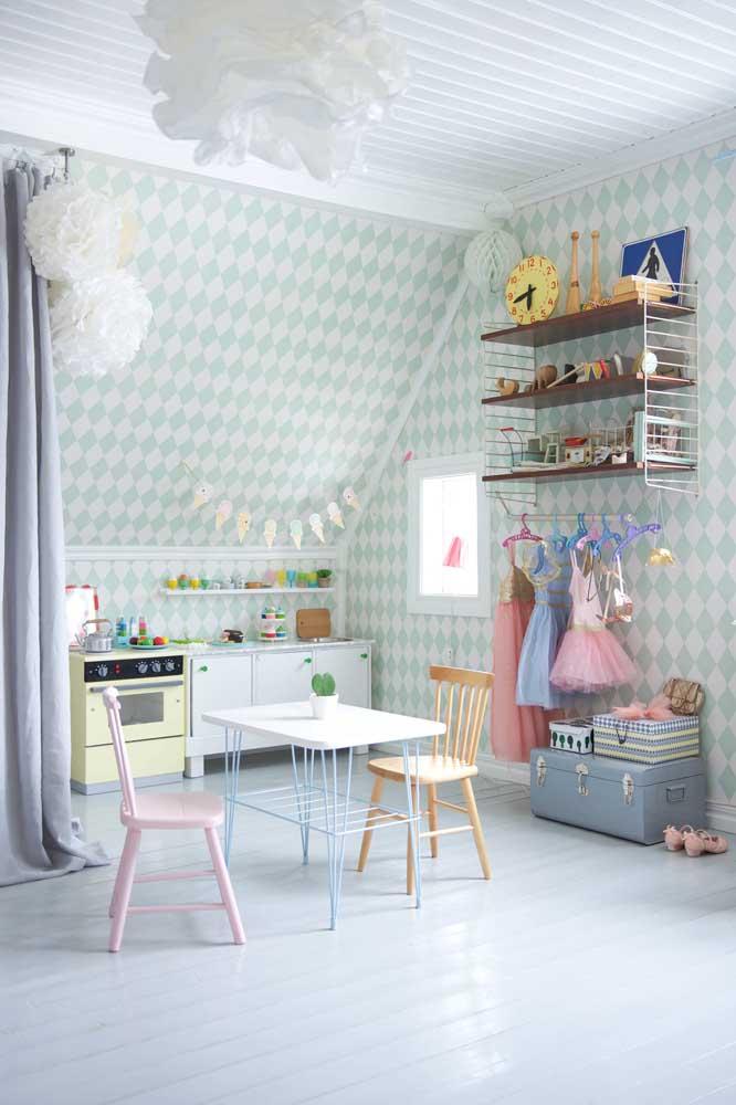 Quarto Montessori equipado com cozinha e sala de jantar, uma graça!