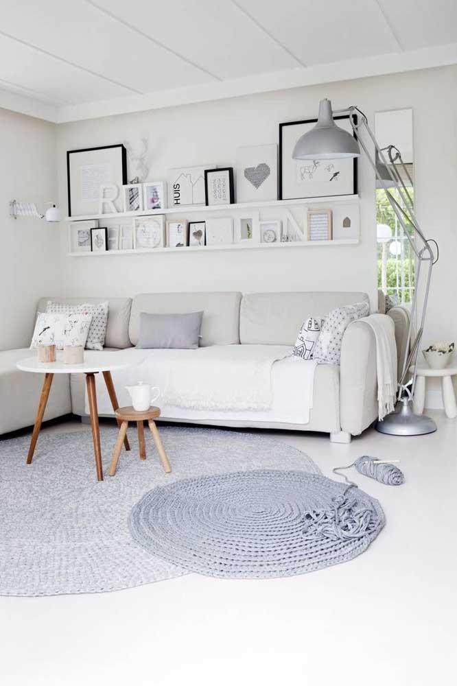 Se um tapete de crochê branco é demais para você, aposte em um cinza, a cor é igualmente neutra e traz modernidade para o ambiente