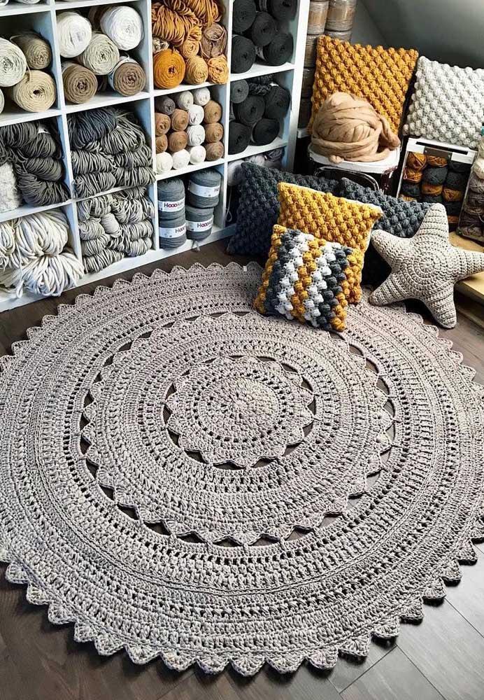 Complete a decoração do ambiente com almofadas de crochê