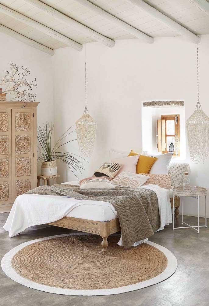 Combine as cores do tapete de crochê redondo com a decoração do quarto