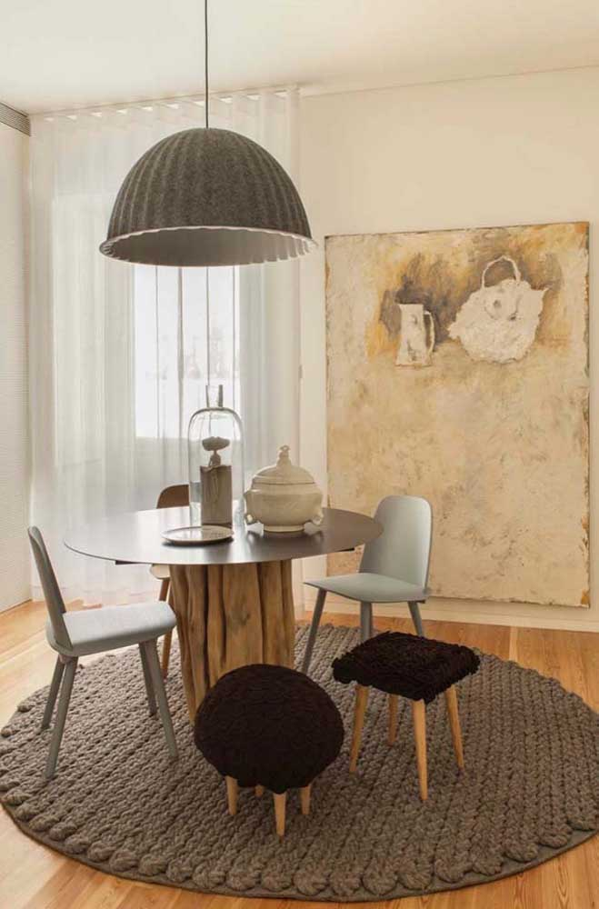 Tapete de crochê e luminária: um par perfeito na sala de jantar