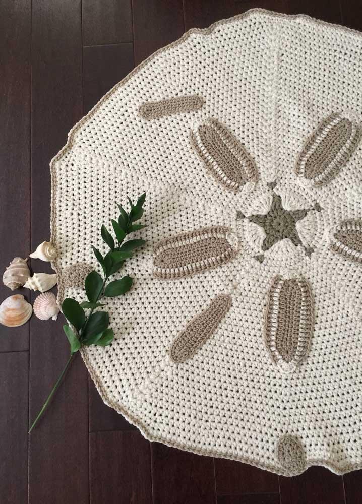 Tapete de crochê redondo inspirado na forma de uma estrela do mar