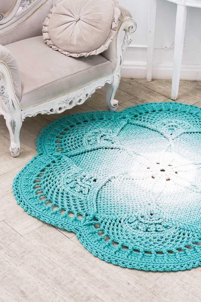Tapete de crochê redondo com formato de flor no centro: uma peça artesanal para ser apreciada e valorizada
