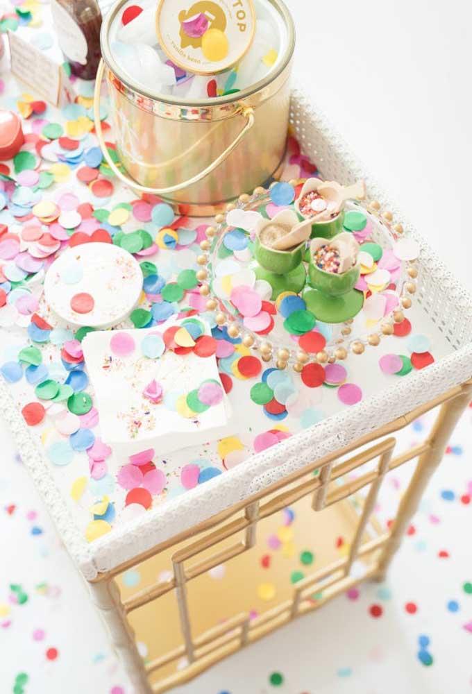 Por ser uma material extremamente versátil, o papel se tornou um item importante na hora de pensar em criar elementos para fazer uma decoração.