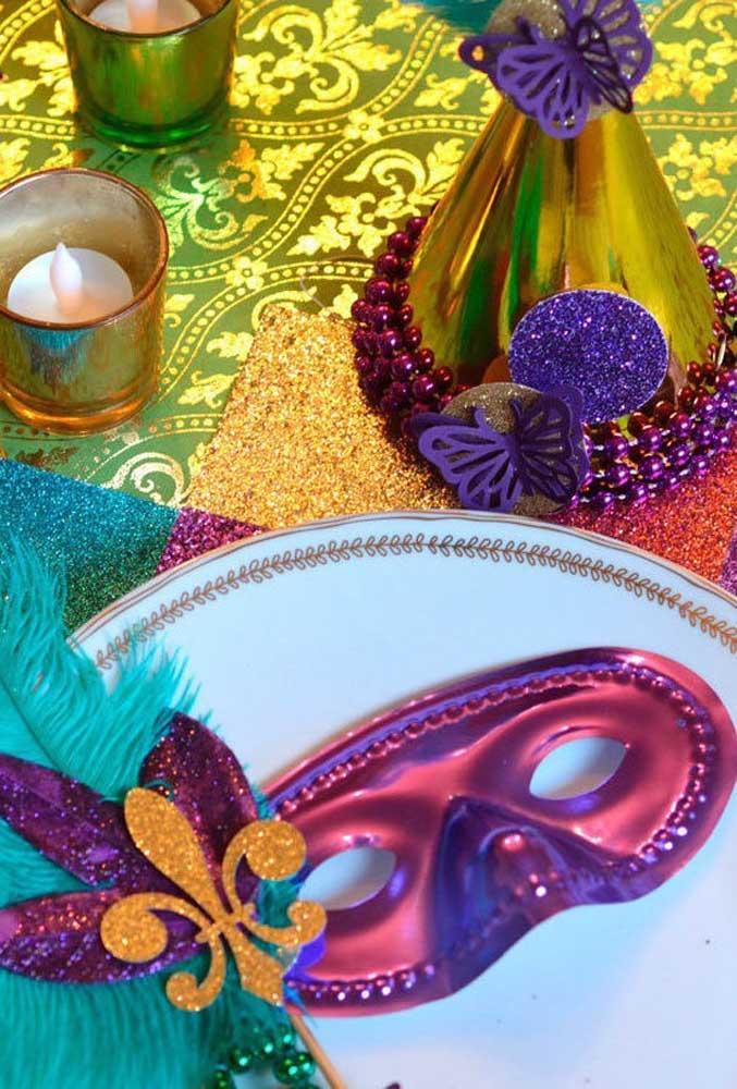 As máscaras são peças que já fazem parte do cenário carnavalesco. Por isso, capriche nos modelos tanto para decorar a festa quanto para distribuir entre os convidados.