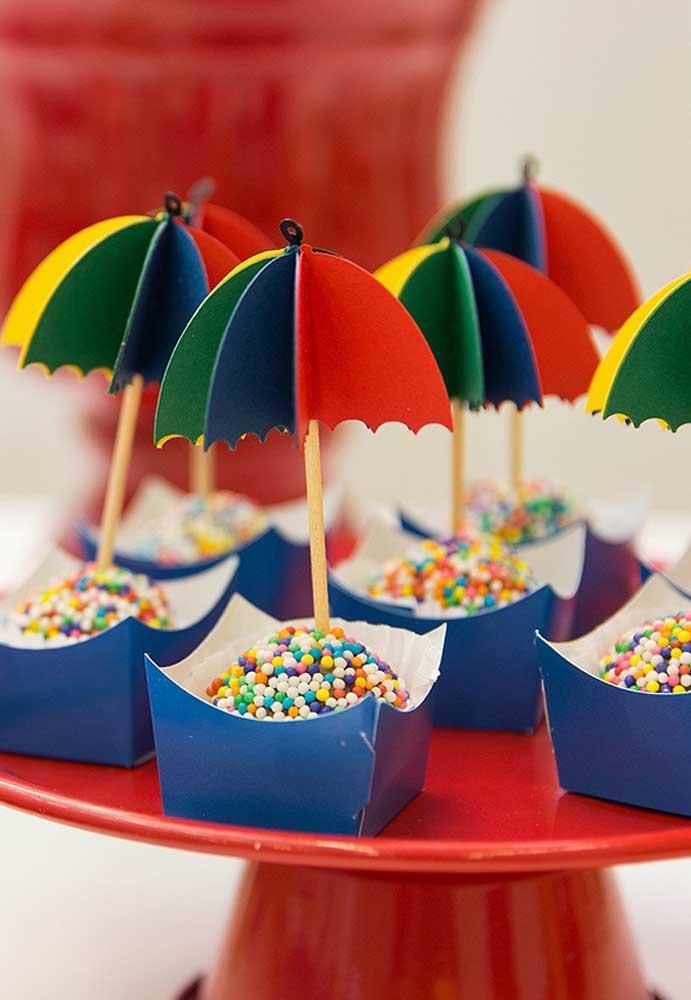 O carnaval permite criar os mais diferentes tipos de decoração porque o tema é cheio de elementos decorativos surpreendentes.