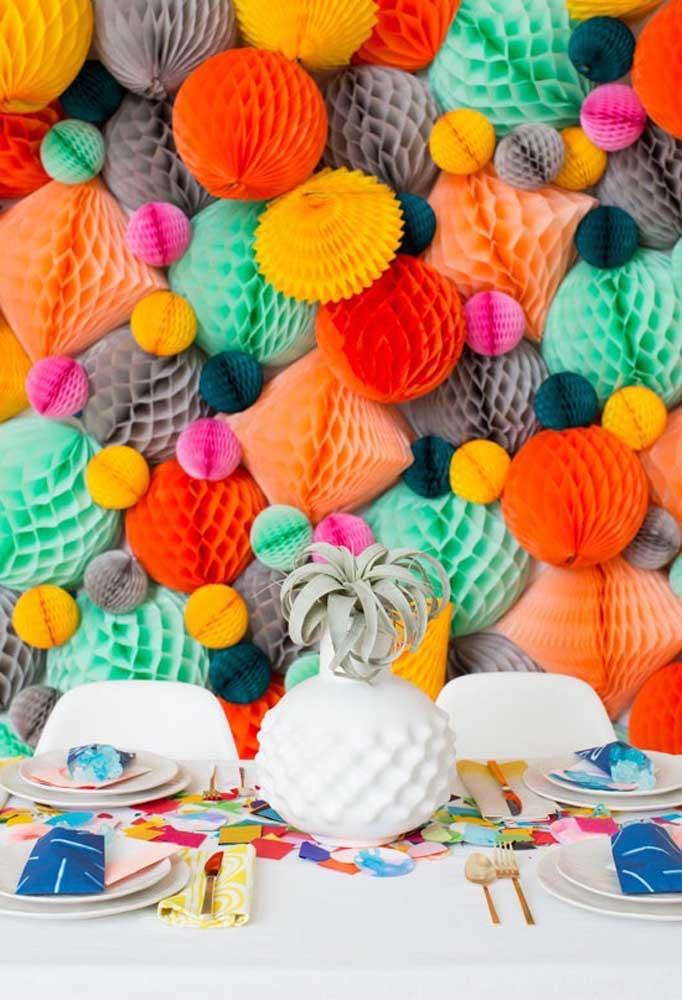Olha que painel diferente ficou esse modelo. Faça você também um nesse estilo para decorar a sua festa de carnaval.