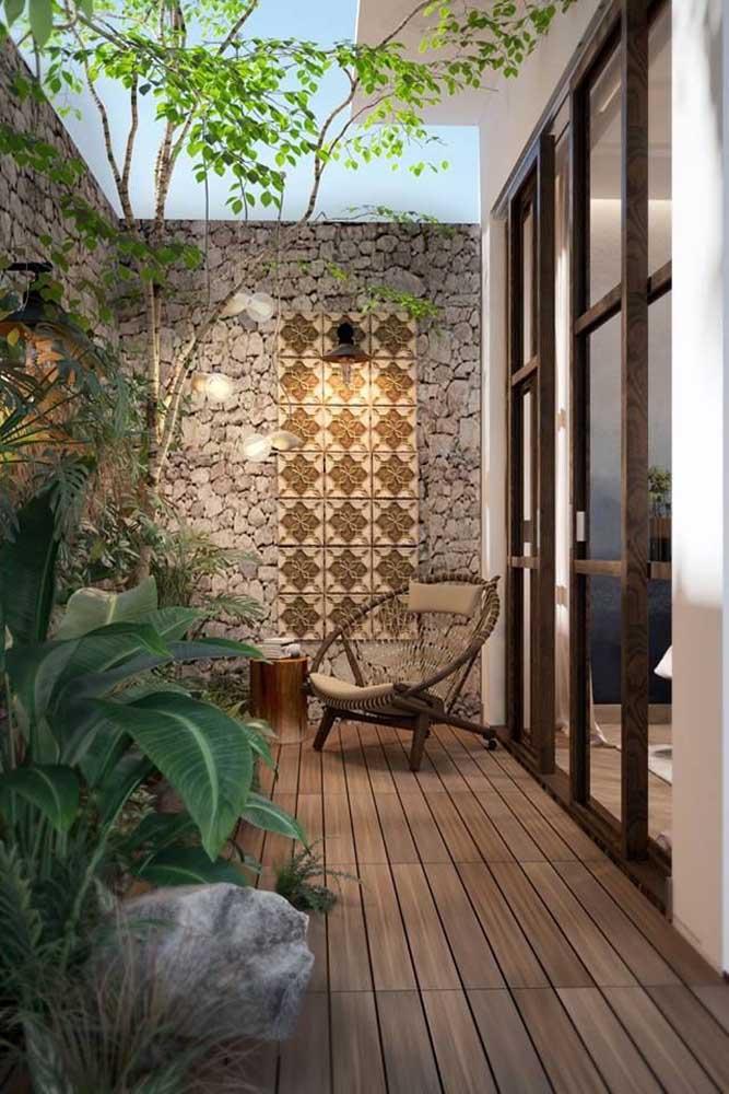 Refúgio verde e natural para a pequena área externa da casa