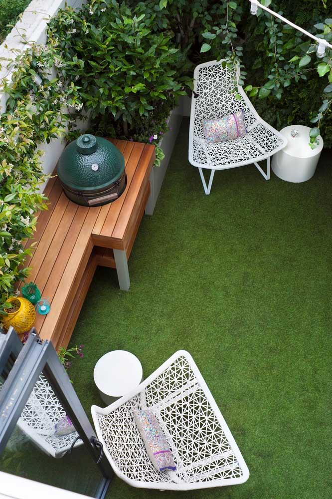 A grama sintética é uma excelente alternativa para quem deseja um jardim de fácil manutenção