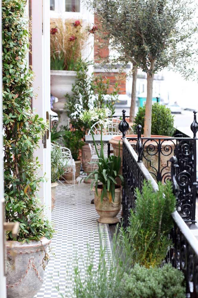 Varanda com plantas: espaço charmoso e acolhedor